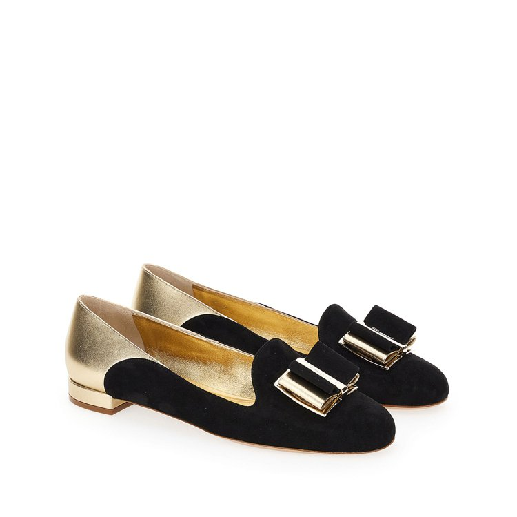 HAUSEN黑金雙色異材質拼接平底鞋,25,900元。圖/Salvatore F...