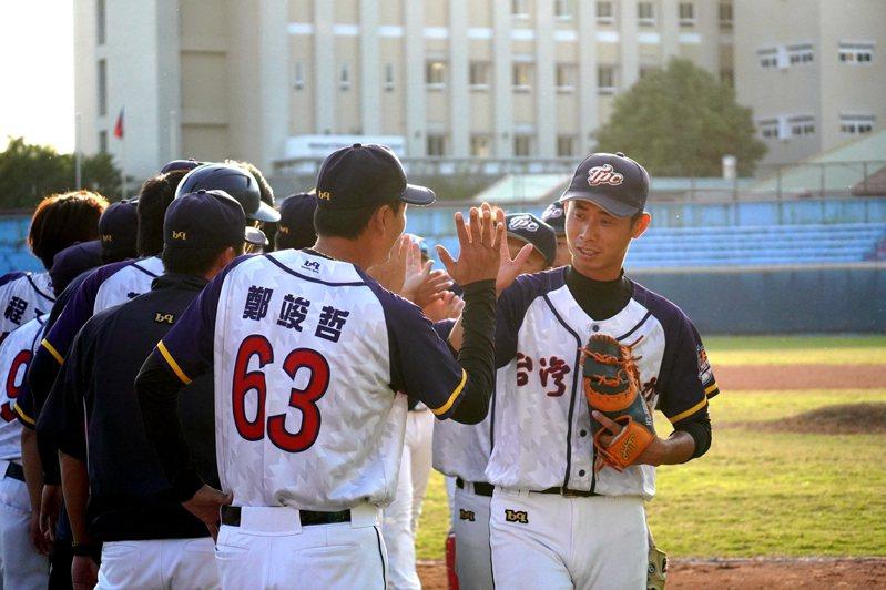台灣電力隊晉級爆米花聯盟決賽,將與合作金庫隊爭冠。圖/中華棒球協會提供