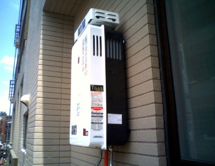 有一名網友PO文提到,最近看上一間無明火住宅,標榜IH爐和電熱水器,但是聽說電熱...