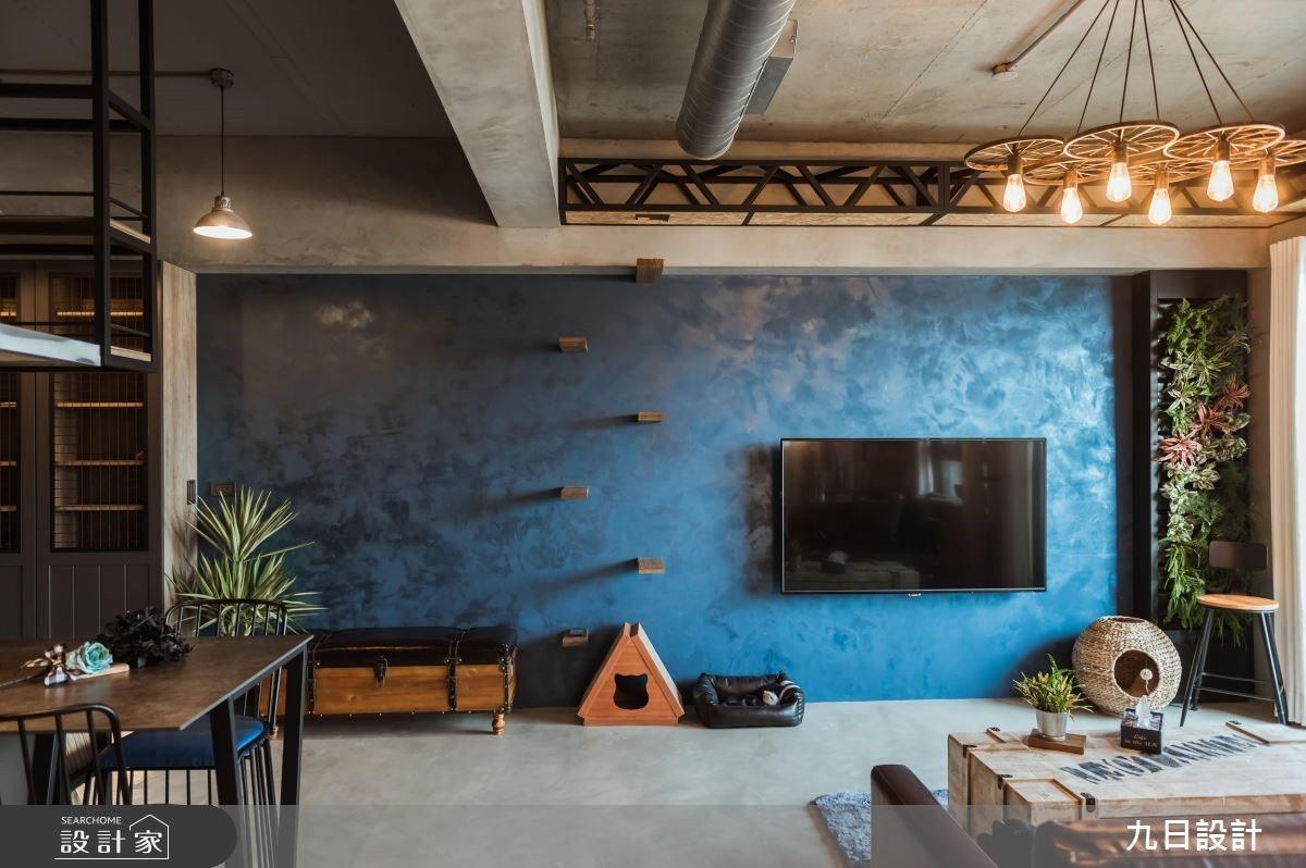 可以用玻璃材質,在天花板、樓梯處加裝走道,打造一條長長的天空步道。 圖/九日設計...