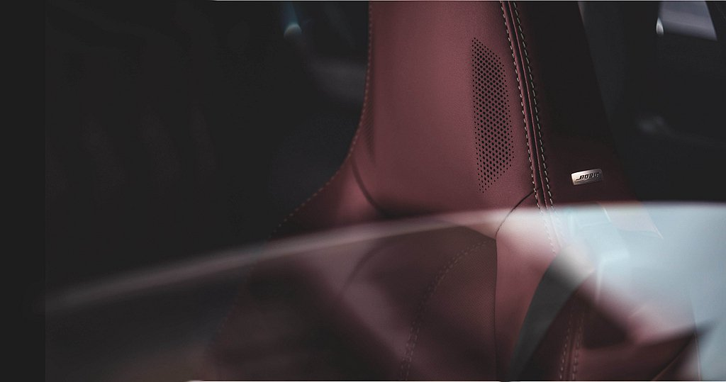2022年式Mazda MX-5除增加星燦藍的車色選擇之外,更導入全新酒紅色軟頂...