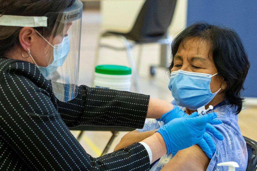 在加拿大多倫多的非營利養老院Rekai Centre從事個人看護工作的安妮塔.基...