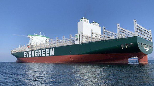 海運業者指出,上半年海運市場缺櫃缺工問題仍將延續。圖為長榮海運。長榮海運提供