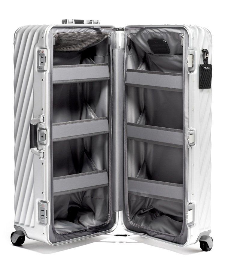 Trunk衣帽間行李箱,打造不同以往的收納方式,猶如攜帶著便利型的衣櫥般,並具備...