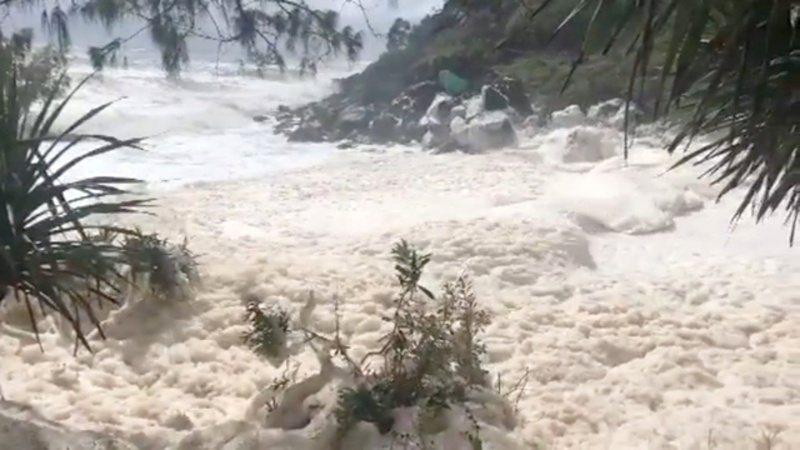 「泡沫海」是因暴雨或气旋激起海浪,勐烈搅拌海中的盐分、化学物、死去植物和海藻分泌物等有机物质而形成。欧新社(photo:UDN)