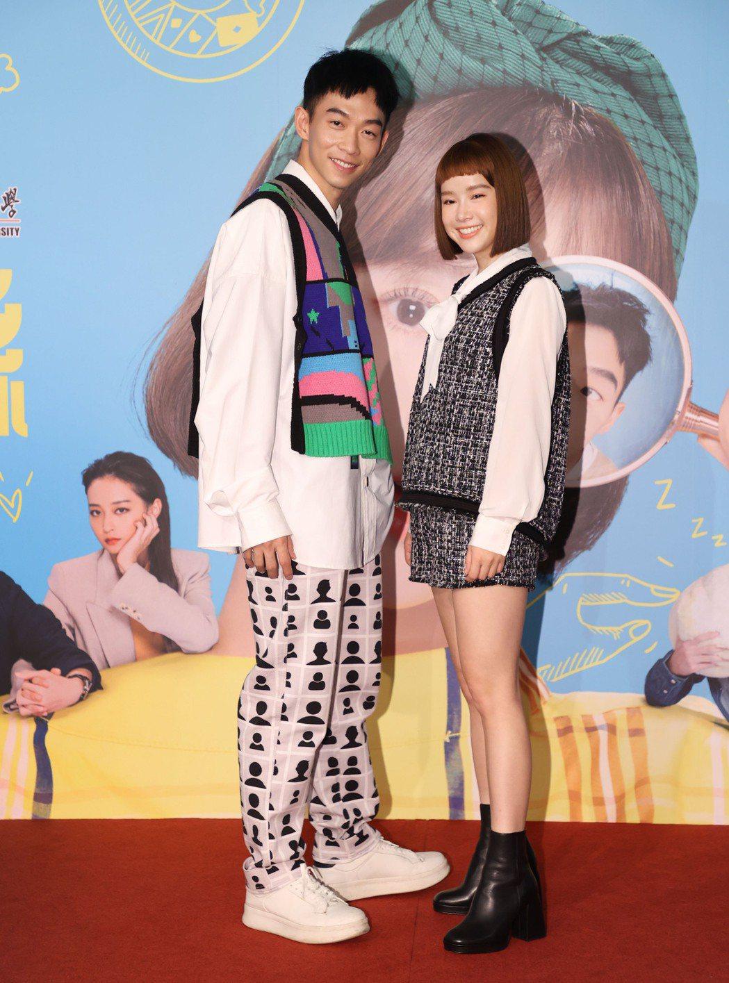 王可元(左)和李佳穎合作「愛不愛栗絲」。圖/三立提供