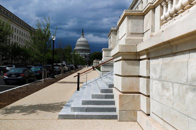 美国跨党派参议员14日提出规模7,480亿美元的财政刺激折衷计画。路透(photo:UDN)