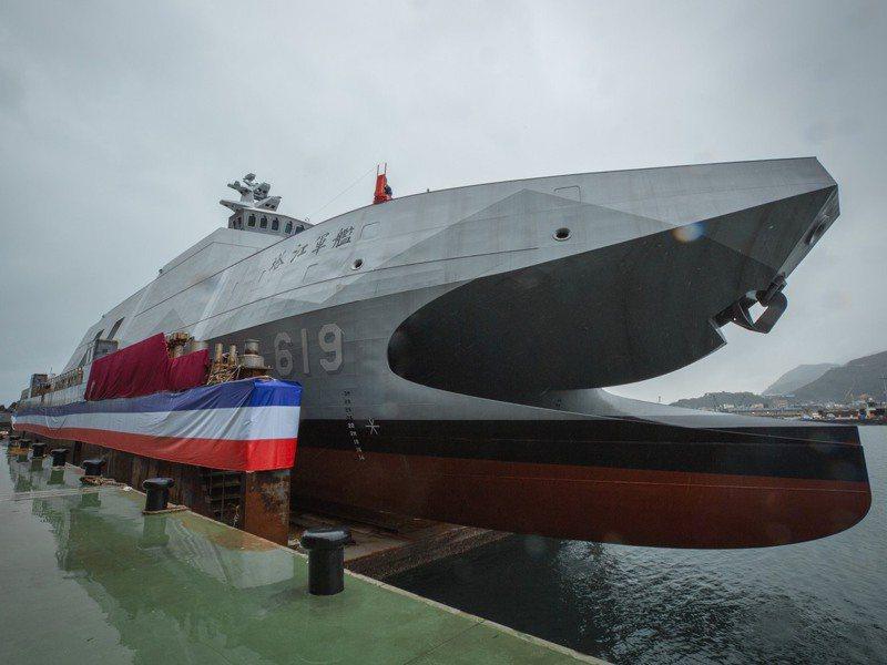 代號「承海計畫」的高效能艦艇量產型原型艦「塔江艦」,昨天舉行「儎台」下水儀式。圖/取自蔡英文臉書網頁