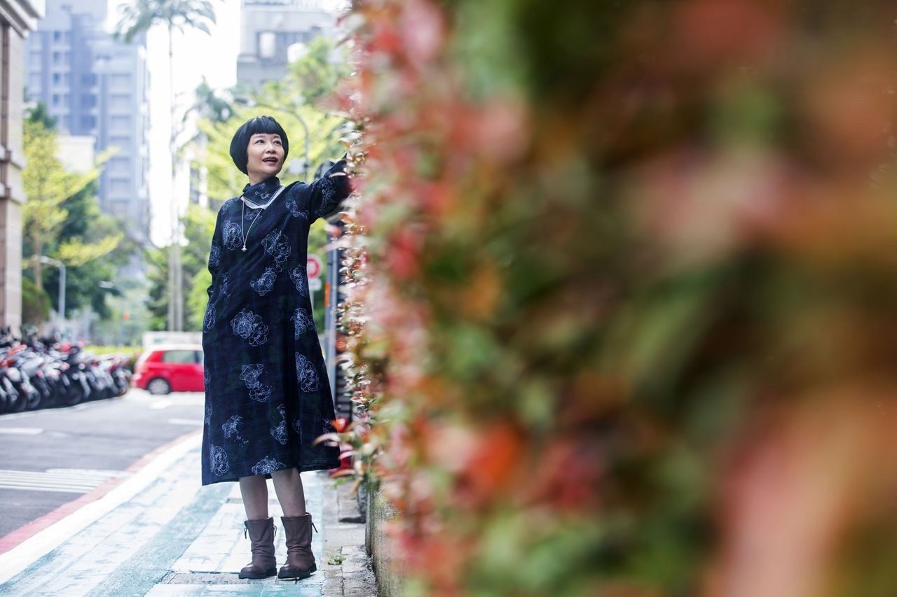 五年級的張曼娟,是知名作家、教師、父母照顧者,也是一位進入人生下半場的熟齡人士。...