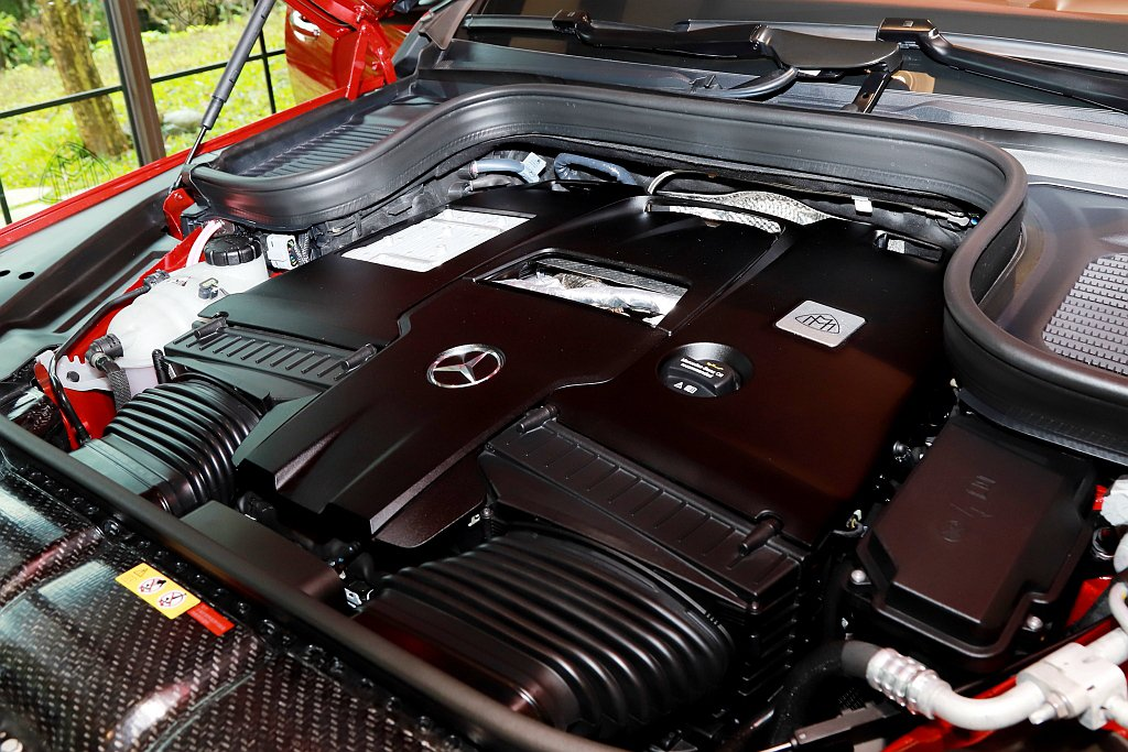 Mercedes-Maybach GLS 600 4MATIC動力搭載V8雙渦輪...