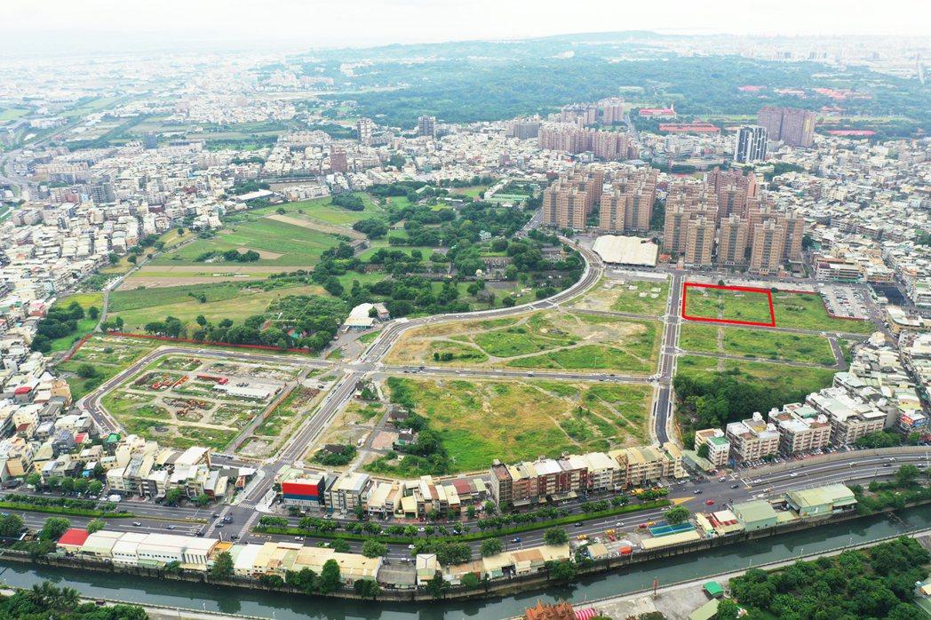 93期重劃區生活機能佳,圖中紅框由藏信和神揚以11 億3238 萬元,換算一坪5...