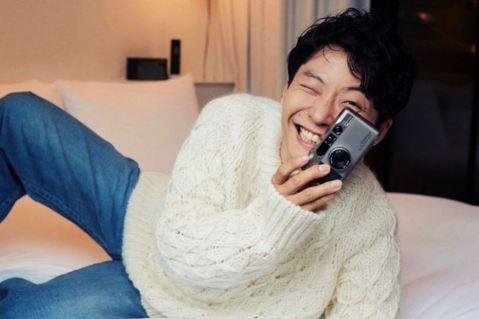 星野源上傳拍攝日本時尚雜誌的漏網鏡頭。 圖/取自星野源官方Instagram