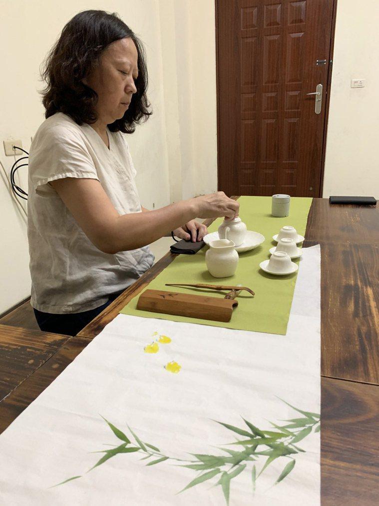 陳起賢上大學主修書畫,都是因為茶道,開啟對美的追求。記者梁玉芳/攝影