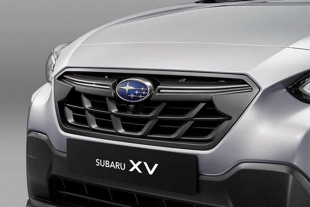 2021年式Subaru XV將前保桿下擾流翼面積擴大,以向上拉升的保桿造型搭配...