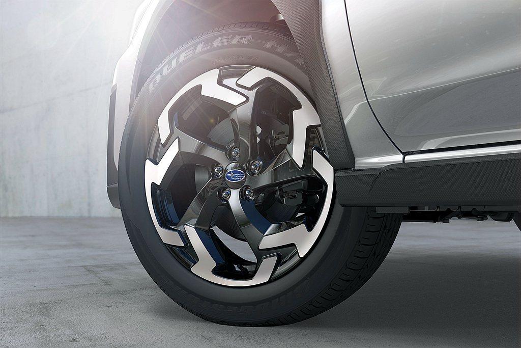 全新18吋鋁圈大膽運用動感細部線條,以雙色切削造型強化四輪的視覺效果。 圖/Su...