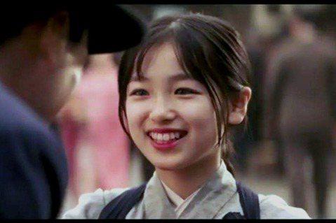 曾演出「藝伎回憶錄」的日本童星大後壽壽花,當年演出該片時僅12歲,15年過去之後已經27歲,她的外貌近期再度受到關注,即便她持續在日本演藝圈發展,但最近有許多大陸網友再度關注她,認為她現今仍十分漂亮...