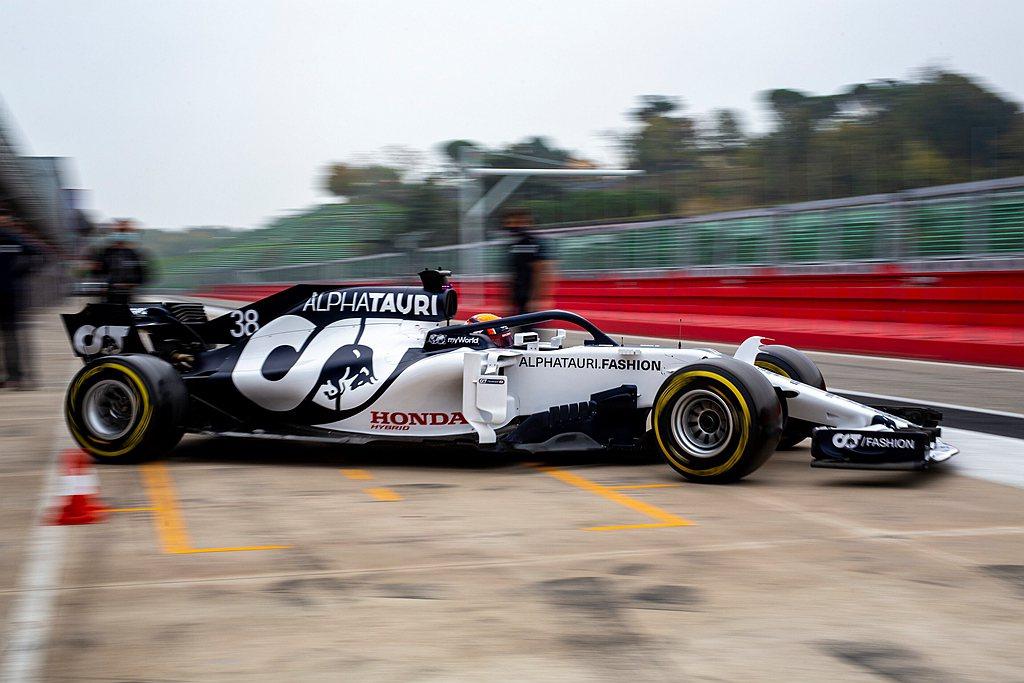 車隊老闆Franz Tost補充說:「Red Bull已經關注角田裕毅的賽車職涯...