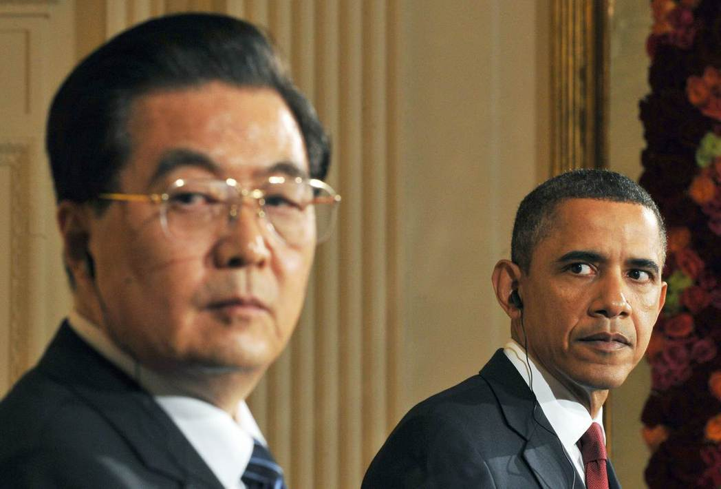 書中也有提及「美中互動」,與時任國家主席的胡錦濤和總理溫家寶的「交手」過程。圖為...