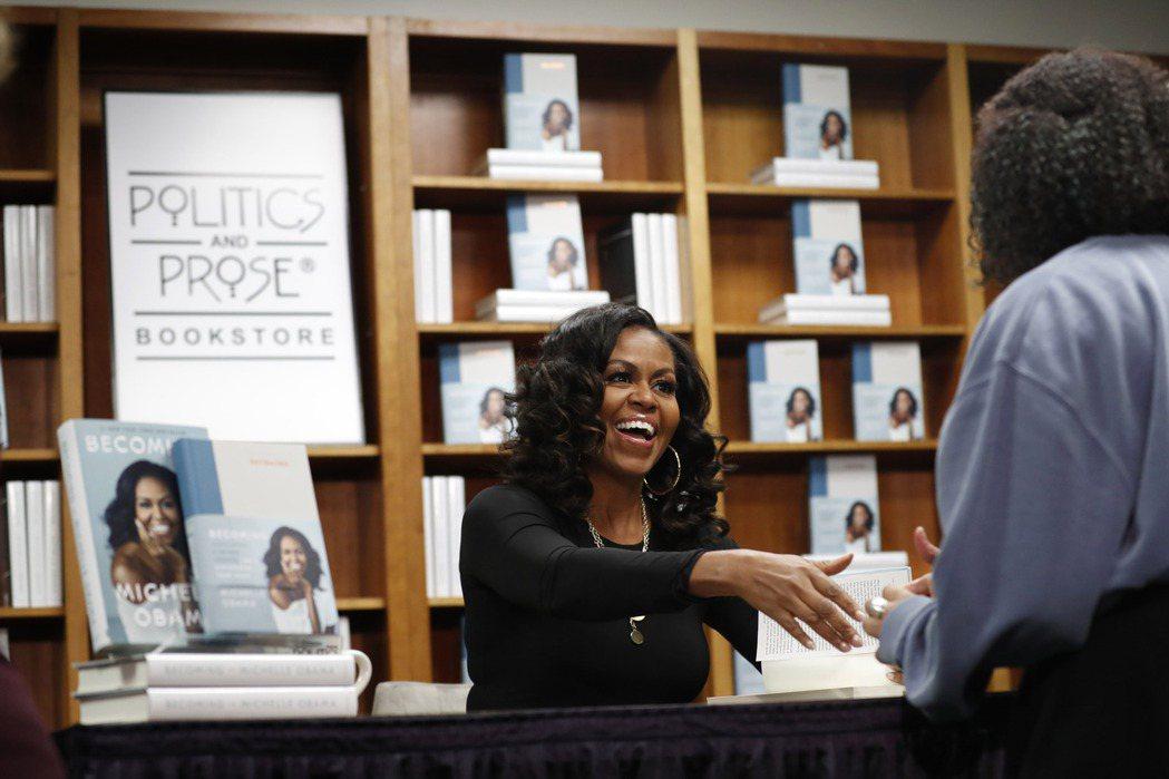 蜜雪兒.歐巴馬在2018年率先推出《成為這樣的我》,創下全球暢銷1,400百萬冊...