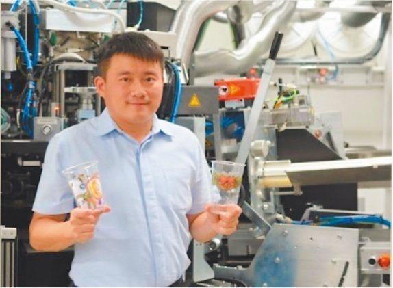 瑞興採用歐洲先進的數位印刷設備,讓「Digivivid數位彩麗杯」成為無數飲品店...