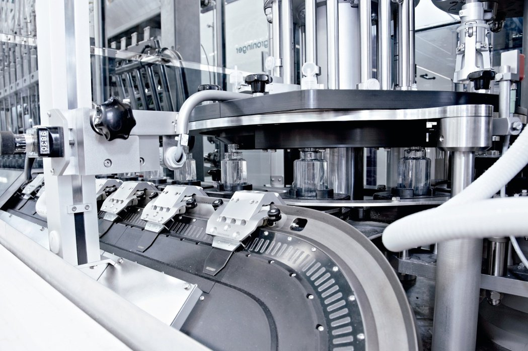 Beckhoff針對生技製藥設備產業提供最新、最具競爭力的解決方案。 Beckh...