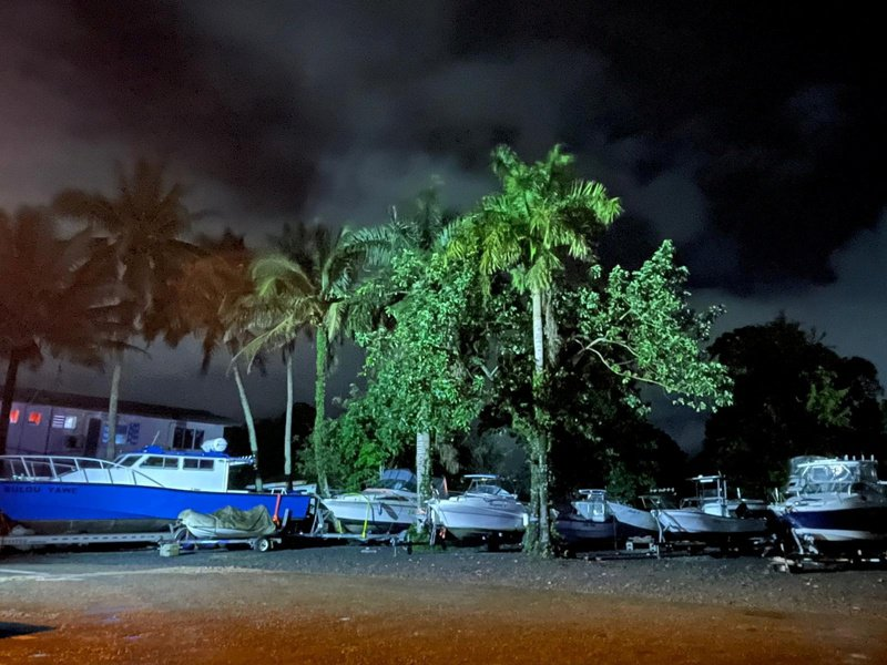 強烈熱帶氣旋雅薩(Yasa)朝著斐濟而來,斐濟民眾今天被告知躲在家中或立即逃往緊急避難所。相關當局警告,這個氣旋可能摧毀建築物並造成大規模破壞。 路透社