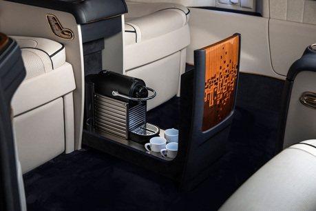 頂級的Mercedes-Benz V-Class怎麼可以沒有膠囊咖啡機?