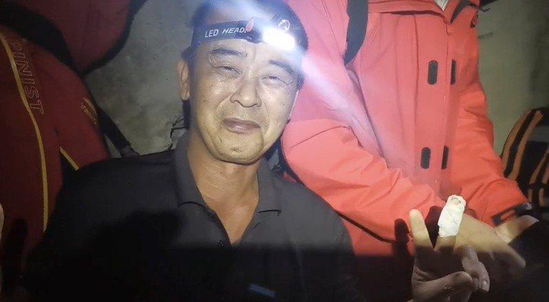 台中市和平楊姓獵人找到邱男,邱男姐姐表示一定會兌現承諾送上50萬奬金。圖/和平分局提供