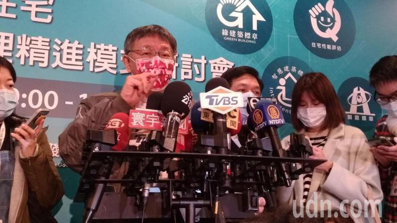 台中市長盧秀燕日前率局處首長鞠躬向市民道歉。台北市長柯文哲今表示,他內心覺得很歹勢,要道歉,還是要北市府道歉,下次記者會會要求川崎說明。記者林麗玉/攝影