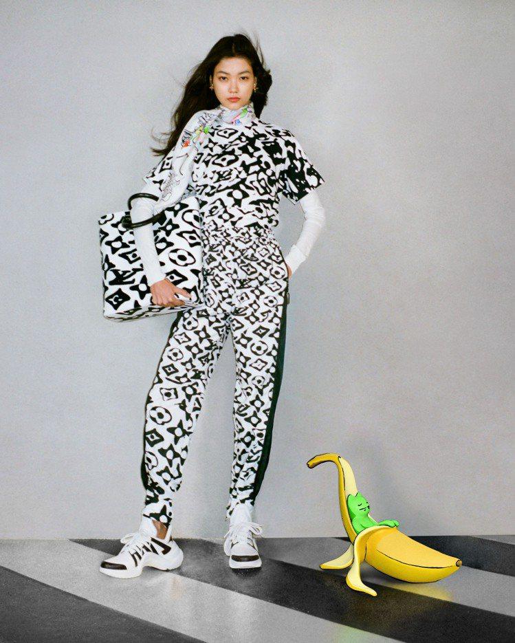 藝術家Urs Fischer打造出在香蕉皮裡睡覺的貓,幽默可愛。圖/LV提供