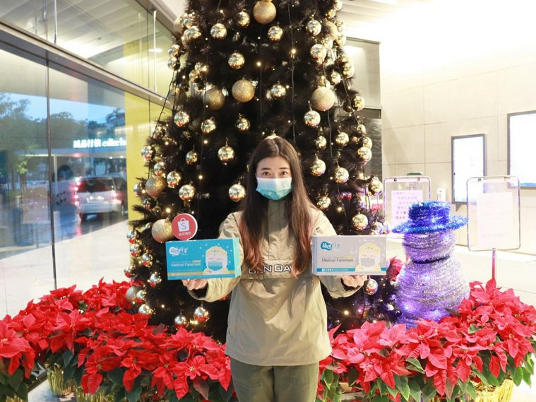 蝦皮購物開賣耶誕限定醫療口罩,12月18日再抽中衛耶誕兒童口罩。圖/蝦皮購物提供