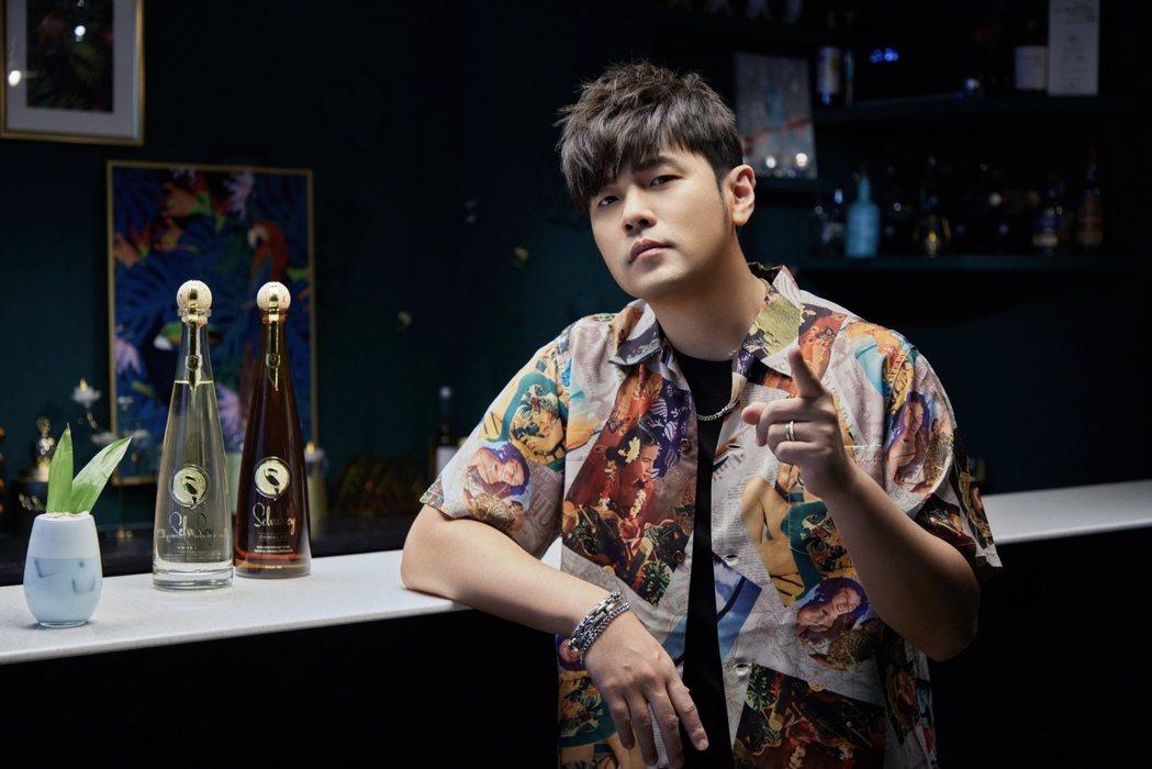周杰倫斜槓副業再+1,攜手Bruno Mars合作藍姆酒品牌。圖/樂事會提供