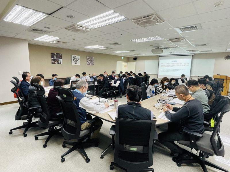 台北市勞動局昨日召集12家市區公車業者開會,檢討勞檢狀況與後續改善計畫。圖/勞動局提供