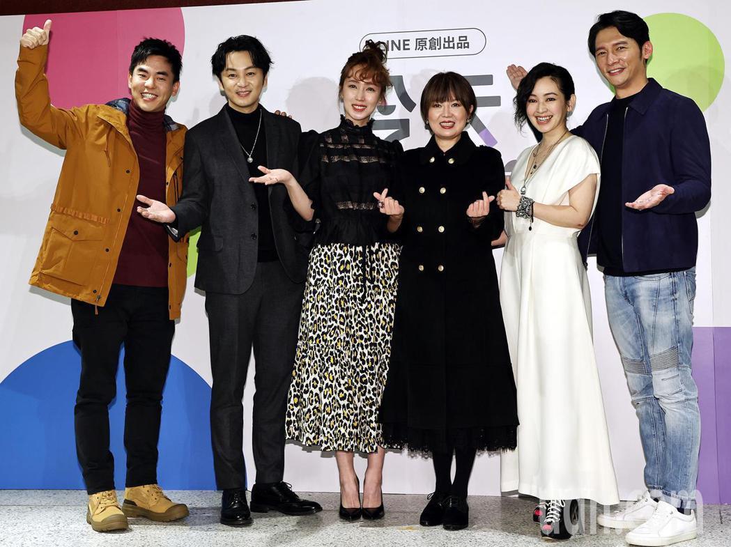 柯有倫(左起)張書偉、小薰、苗可麗、蔡燦得及溫昇豪參與LINE TV的實境節目真...
