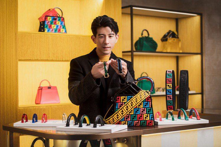 修杰楷在訂製專屬Peekaboo包款現場,並帥氣演繹時髦新品。圖/FENDI提供