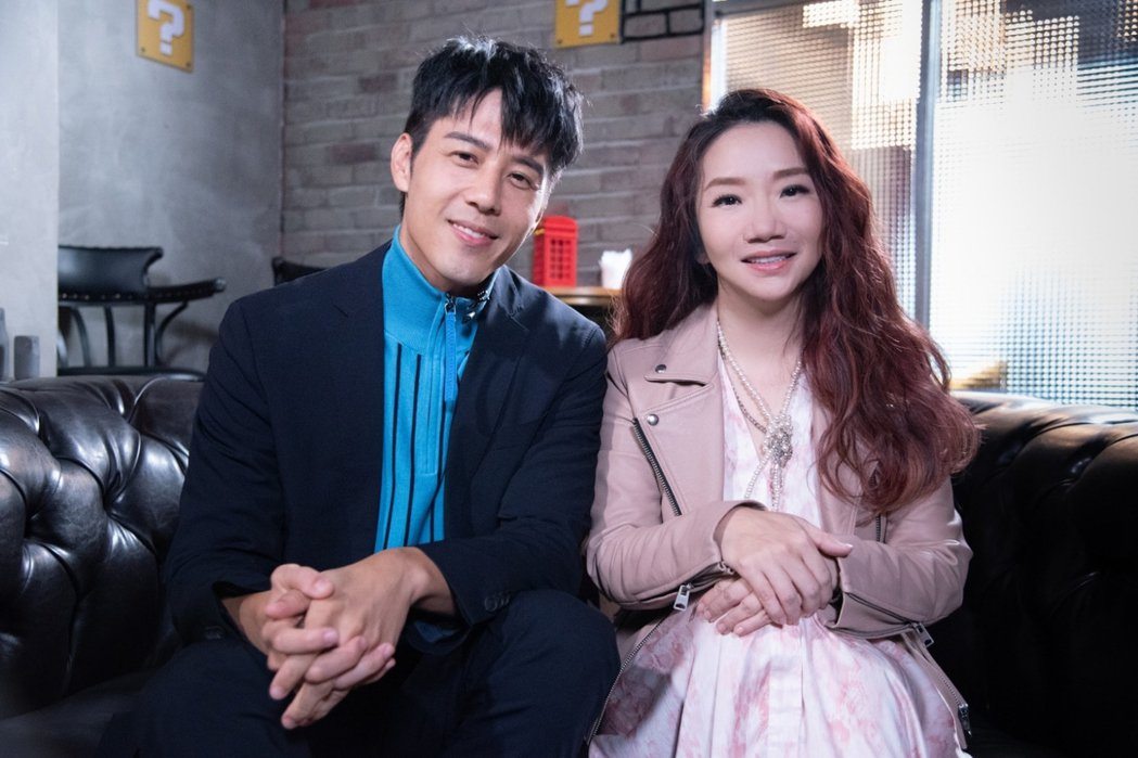 胡宇威(左)上陶晶瑩主持的「陶口秀」。圖/泰坦星文創提供