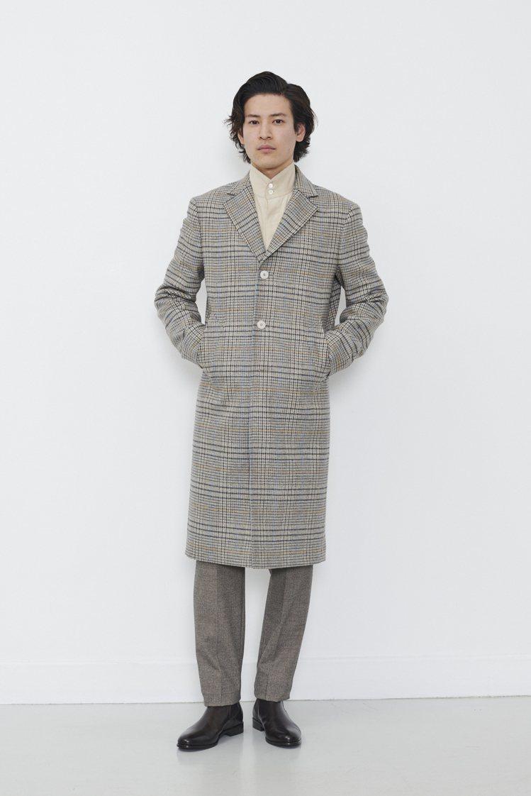 格紋大衣選用羊絨毛呢面料於冬日散發暖意。格紋大衣,24,980元。圖/agnès...