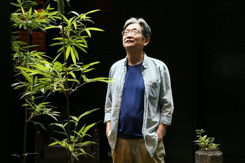 從總經理職位退休的王星威認為,論「退休一定要用第二人生想像,才能找到答案。」  記者許正宏/攝影