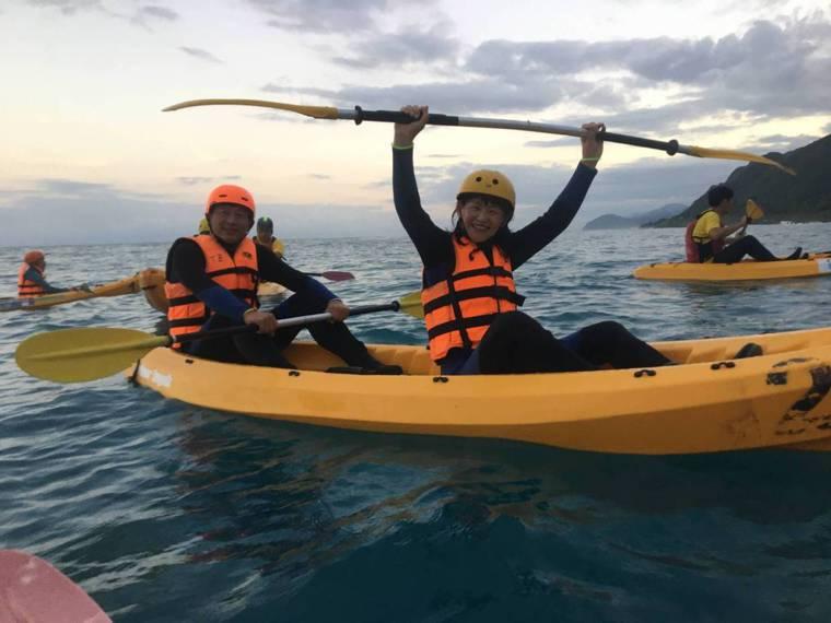 帶領長者走向海洋的「不老水手」行動策畫人王梅當了卅年記者,離開媒體後投身公益領域...