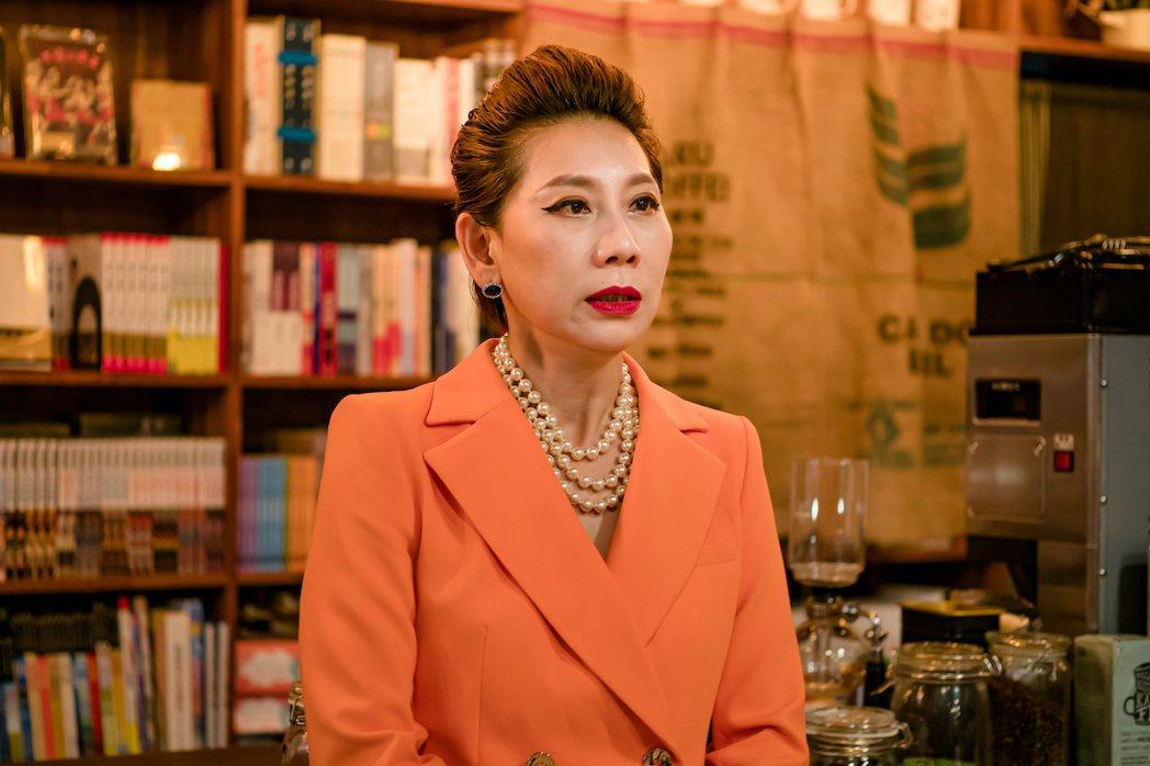 郎祖筠在「不讀書俱樂部」中飾演書店老闆娘。圖/双喜電影提供