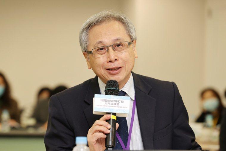 國健署長王英偉指出,各界對於利用低劑量電腦斷層掃描(LDCT)當成肺癌高危險群早...