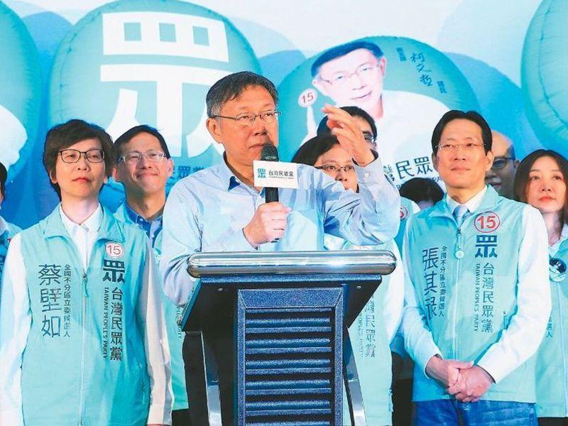 台北市長柯文哲(中)與民眾黨布局2022甚至2024的企圖心強烈,透過市政交流行程頻頻下鄉「試水溫」。圖/聯合報系資料照片