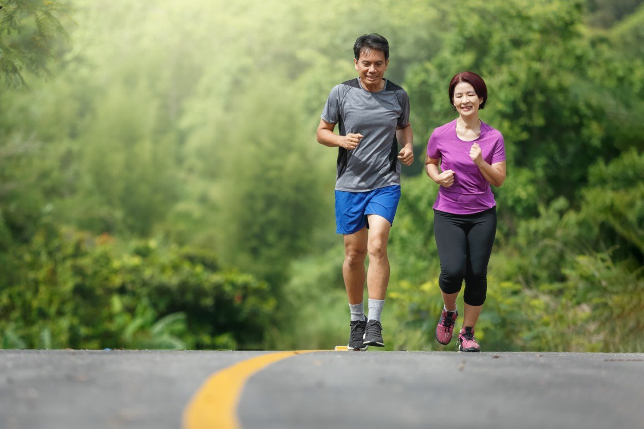 熟齡族運動和營養補充雙管齊下,才能讓「骨鈣靈活好簡單」。 圖/Shutterst...