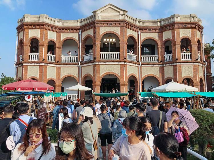 好市邸家與丘の市打造台南最美耶誕市集,集結美食、選物攤位限時登場。 圖/好市邸家...