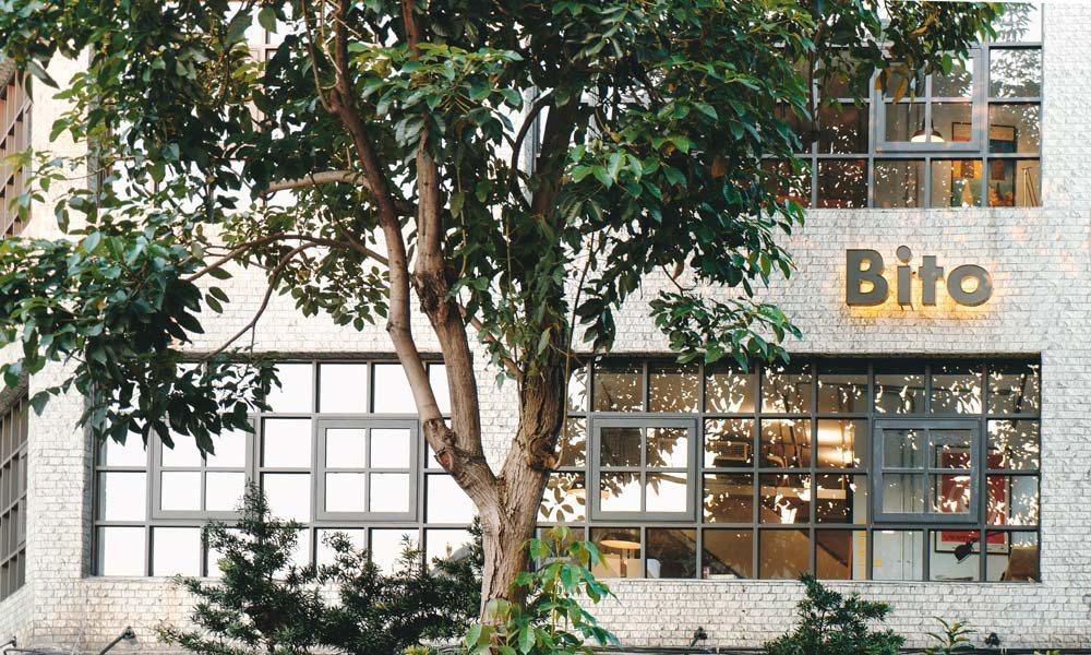 劉耕名將大稻埕老舊廢墟重建為如今的Bito辦公室。圖/Bito提供