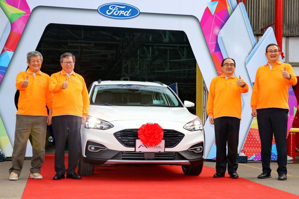 在經濟部工業局局長呂正華、桃園市長鄭文燦共同見證下,福特六和展示汽車智慧製造升級...