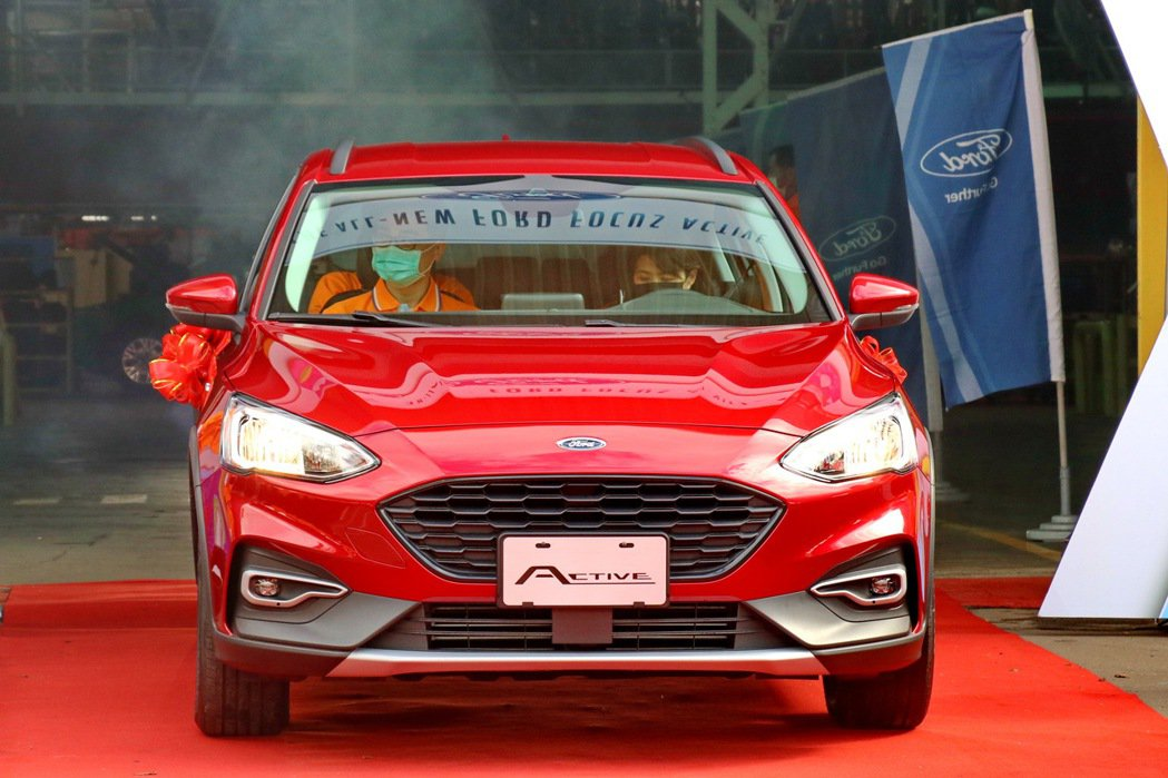 Focus Active入門車型採用鹵素頭燈。 記者陳威任/攝影
