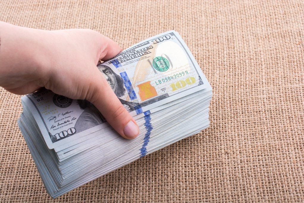 許多研究機構紛紛看壞美元的後市,認為美元在2021年,仍舊是處於「弱勢」。筆者則...