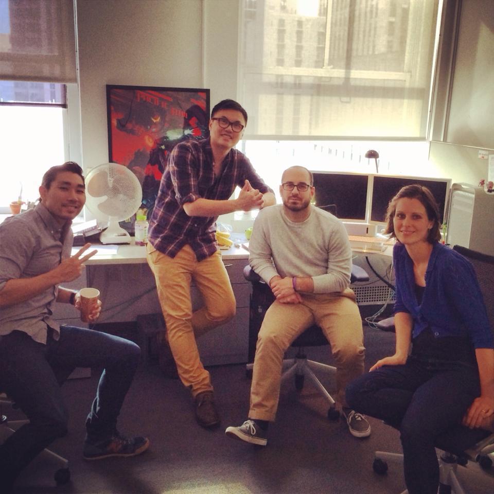 劉耕名(左二)在紐約工作期間,培養出多元思維。(劉耕名提供)