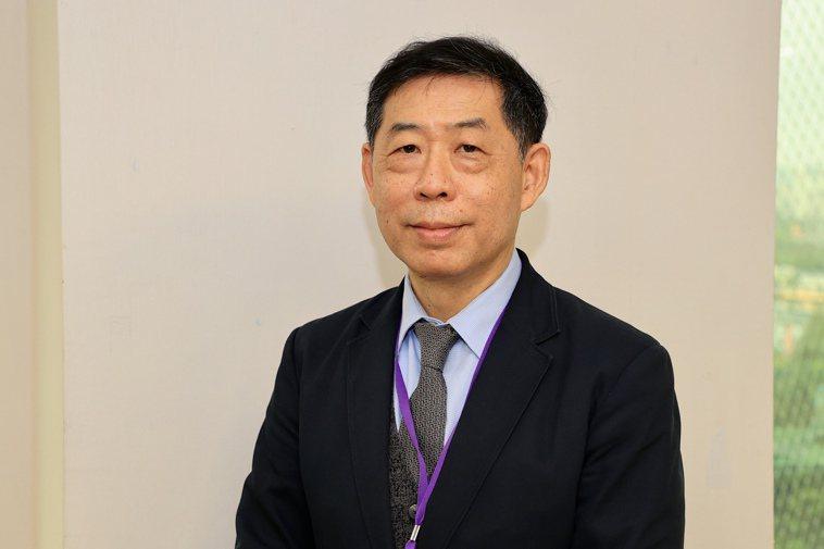 肺癌症死率降幅有限,台灣胸腔暨重症加護醫學會理事長林孟志建議,肺癌需從防治、篩檢...